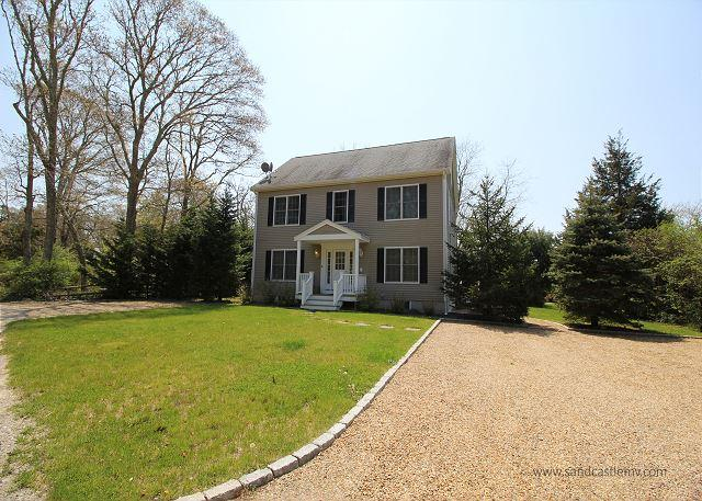 Beautiful Colonial in Oak Bluffs with Air Conditioning - Image 1 - Oak Bluffs - rentals