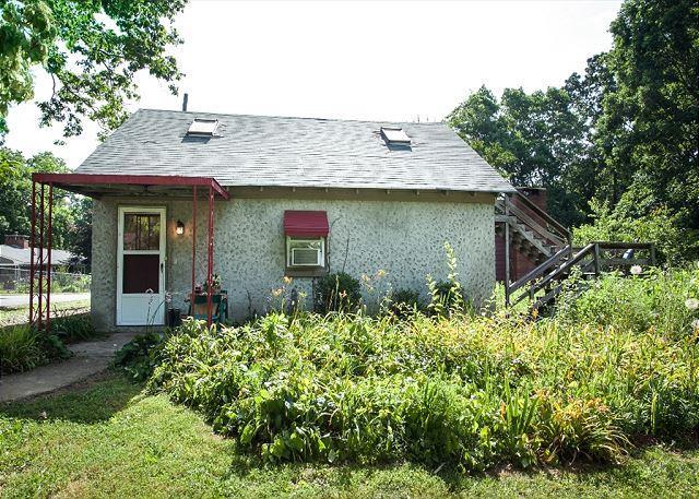 Corner Cottage - Image 1 - Black Mountain - rentals