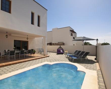 5 bedroom Villa in Costa Teguise, Lanzarote, Canary Islands : ref 2015963 - Image 1 - Costa Teguise - rentals