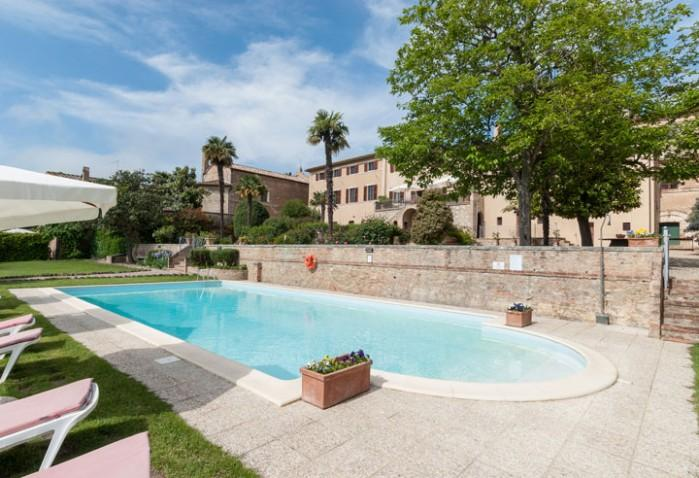8 bedroom Villa in San Giovanni D Asso, Tuscany, Italy : ref 2017799 - Image 1 - San Giovanni d'Asso - rentals