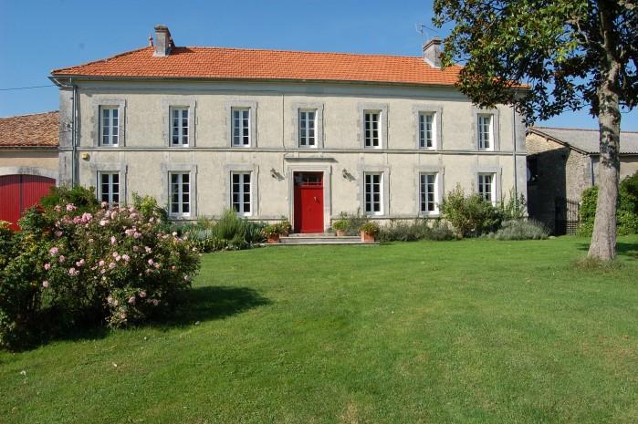 6 bedroom Villa in Brossac, Vendee, France : ref 2017901 - Image 1 - Brossac - rentals