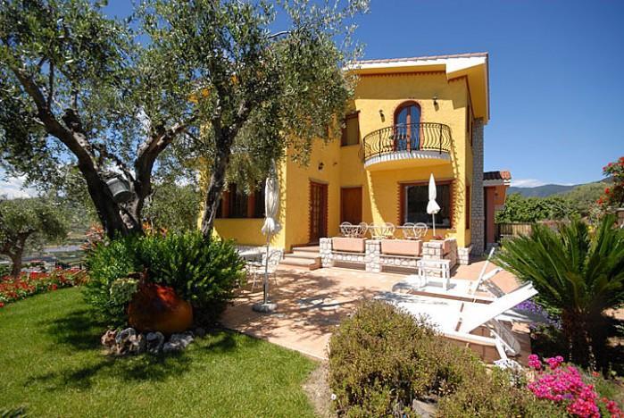 3 bedroom Villa in Bordighera, Liguria, Italy : ref 2018095 - Image 1 - Bordighera - rentals