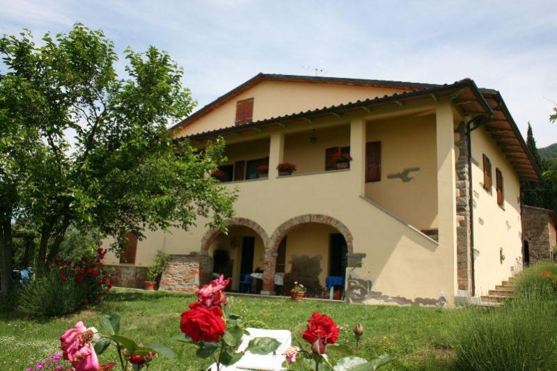 4 bedroom Villa in San Giustino Valdarno, Toscana, Italy : ref 2020522 - Image 1 - San Giustino Valdarno - rentals