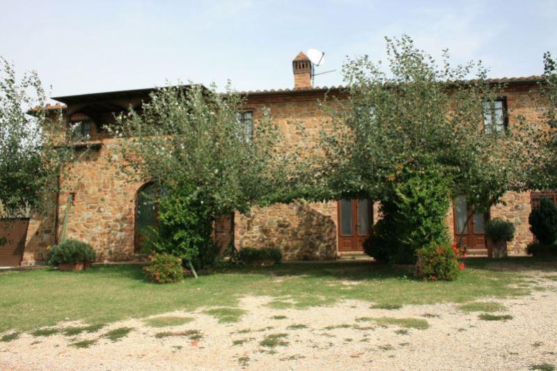 7 bedroom Villa in Torrita di Siena, Toscana, Italy : ref 2020529 - Image 1 - Montefollonico - rentals