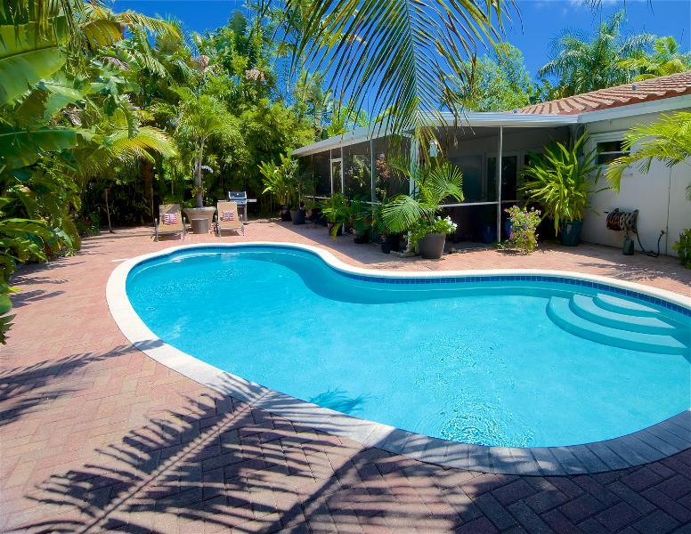 Zen Garden Oasis w/ Heated Salt Water POOL & Florida Room - Image 1 - Fort Lauderdale - rentals