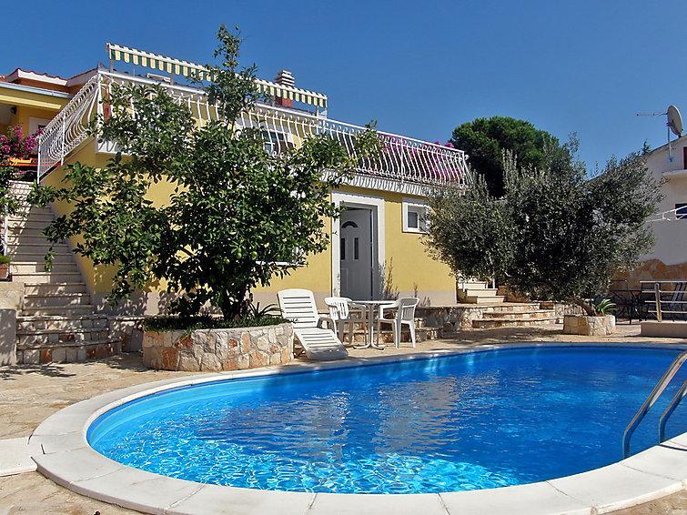 4 bedroom Villa in Trogir Okrug Gornji, Central Dalmatia, Croatia : ref 2021303 - Image 1 - Okrug Gornji - rentals