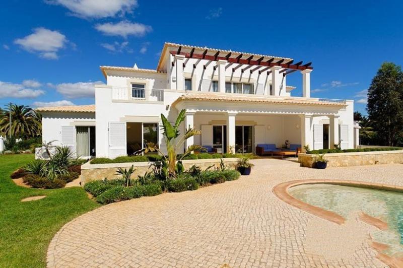 4 bedroom Villa in Alvor, Algarve, Portugal : ref 2022222 - Image 1 - Figueira - rentals