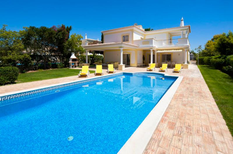 3 bedroom Villa in Alvor, Algarve, Portugal : ref 2022233 - Image 1 - Alvor - rentals