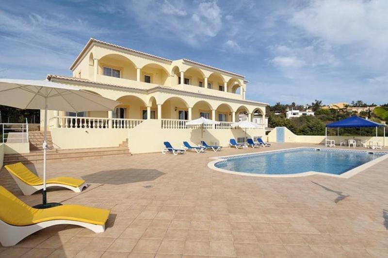 4 bedroom Villa in Lagos, Algarve, Portugal : ref 2022284 - Image 1 - Lagos - rentals