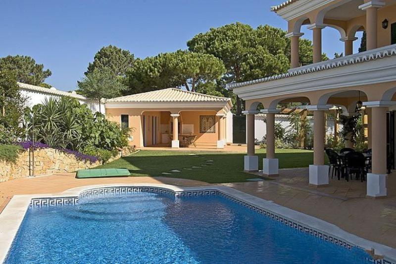 4 bedroom Villa in Vale do Lobo, Algarve, Portugal : ref 2022399 - Image 1 - Vale do Lobo - rentals