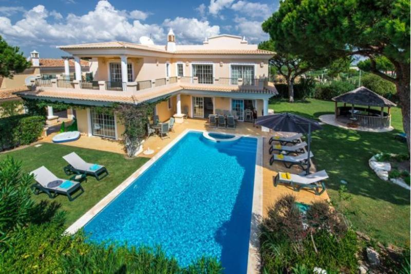 4 bedroom Villa in Vale do Lobo, Algarve, Portugal : ref 2022416 - Image 1 - Vale do Garrao - rentals