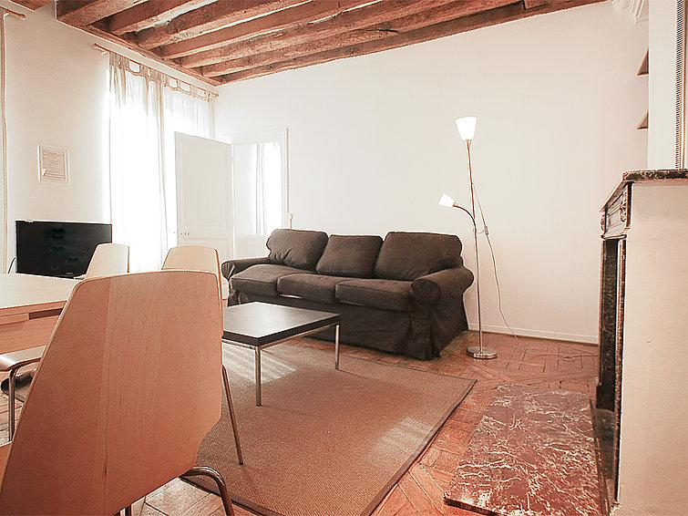 2 bedroom Apartment in Paris 2, Ile de France, France : ref 2023593 - Image 1 - 11th Arrondissement Popincourt - rentals
