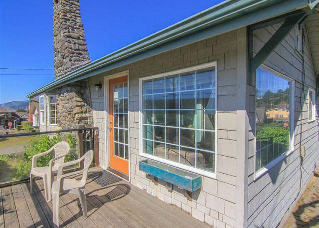 Charming, colorful 2-bedroom sleeps 6, sports a hot tub, and puts you steps f - Image 1 - Lincoln City - rentals