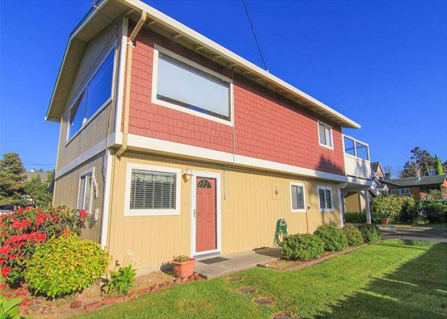 Central Location, Two Living Areas and Hot Tub Just a Block from Beach Access - Image 1 - Lincoln City - rentals