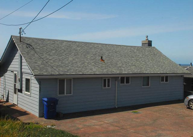 Cozy Oceanfront Cottage w/Stunning View - Image 1 - Lincoln City - rentals