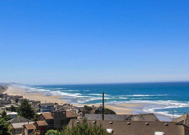 Desirable Roads End With Two Queen Suites, Game Room with Pool Table - Image 1 - Lincoln City - rentals