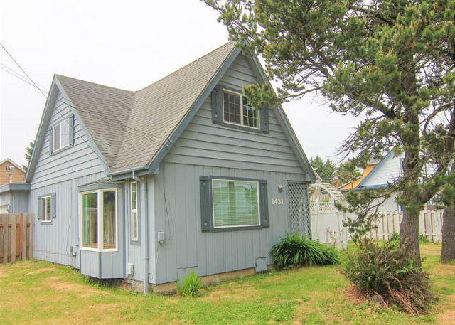 Walk to the Outlet Mall and Enjoy Hot Tub and Game Room Fun! - Image 1 - Lincoln City - rentals