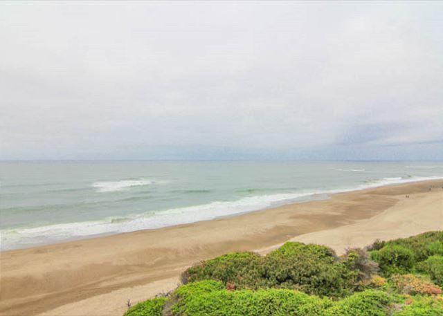 Oceanfront Condo has Pool, Game Room Access! - Image 1 - Gleneden Beach - rentals