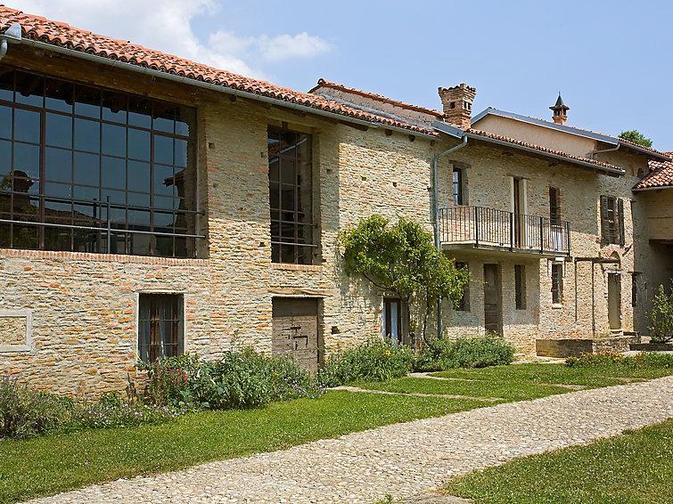5 bedroom Villa in Alba, Piemonte, Italy : ref 2025360 - Image 1 - Alba - rentals