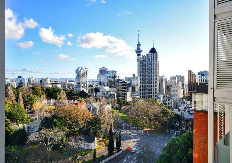 This apartment has amazing views west to the city and the Sky Tower - GH110578 - Auckland - rentals
