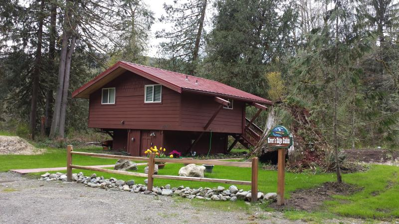 CUTE cabin on the river! Lots of hiking here! - Image 1 - Granite Falls - rentals