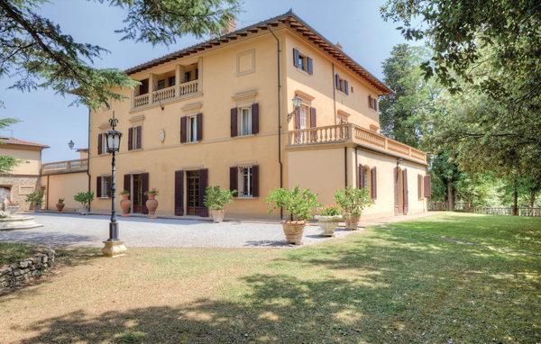 10 bedroom Villa in Foiano Della Chiana, Tuscany, Arezzo / Cortona And Surroundi, Italy : ref 2038666 - Image 1 - Foiano Della Chiana - rentals