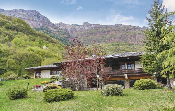 5 bedroom Villa in Castellavazzo, Veneto, Veneto Countryside, Italy : ref 2039147 - Image 1 - Longarone - rentals