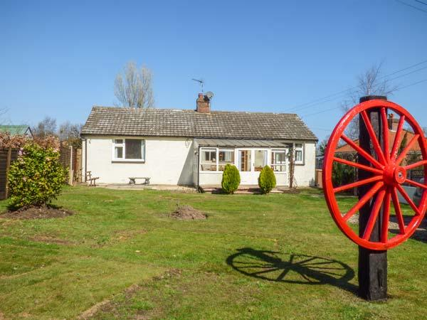CECEDA all ground floor, pet-friendly, one mile from coast in Bacton Ref 933434 - Image 1 - Bacton - rentals