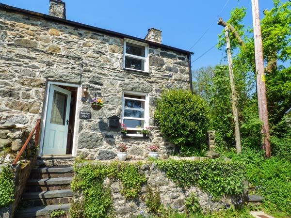 BWYTHYN CLYD, end-terrace, woodburner, paved patio and garden, in Talybont, Ref 934545 - Image 1 - Dolgarrog - rentals