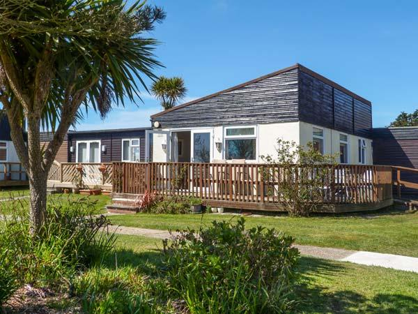 THE HAVEN, chalet on Holiday Park, WiFi, pet-friendly, nr Earnley, Ref 936125 - Image 1 - Earnley - rentals