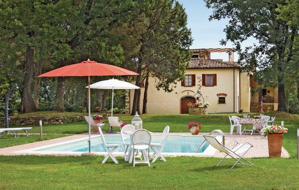 8 bedroom Apartment in Tegoleto, Tuscany, Arezzo / Cortona And Surroundi, Italy : ref 2039953 - Image 1 - Alberoro - rentals