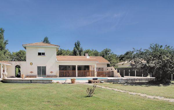 4 bedroom Villa in Saint Vivien, Aquitaine, Gironde, France : ref 2041960 - Image 1 - Saint-Vivien-de-Medoc - rentals