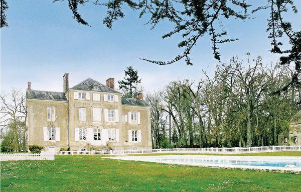 8 bedroom Villa in Saint Michel De Chavaighes, Pays De La Loire, Sarthe, France - Image 1 - Avoise - rentals