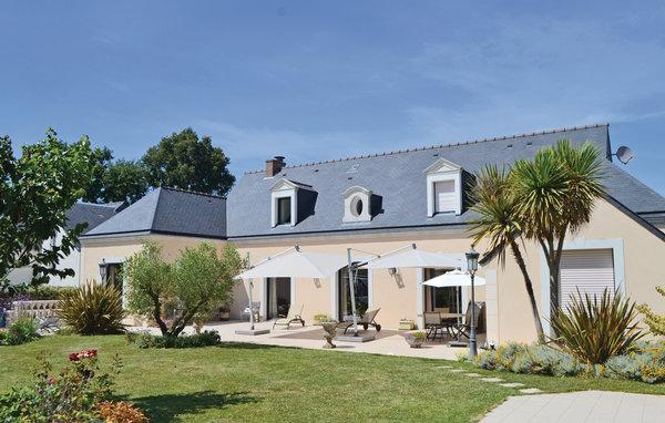 4 bedroom Villa in Pace, Brittany - Northern, Ille And Vilaine, France : ref 2042302 - Image 1 - Pace - rentals