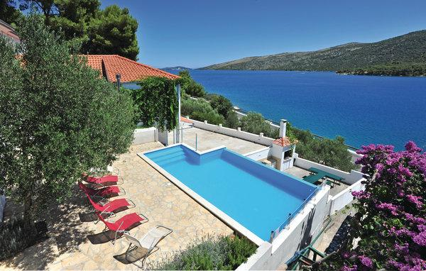 6 bedroom Villa in Trogir Poljica, Central Dalmatia, Trogir, Croatia : ref 2043217 - Image 1 - Marina - rentals