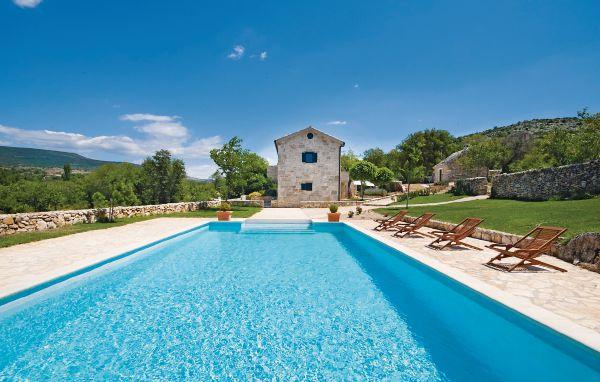4 bedroom Villa in Drnis, Northern Dalmatia, Croatia : ref 2045198 - Image 1 - Drnis - rentals