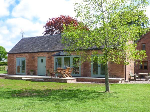 BERRINGTONS BARN, all ground floor, countryside views, peaceful surroundings, Hinstock, Ref 23526 - Image 1 - Hinstock - rentals