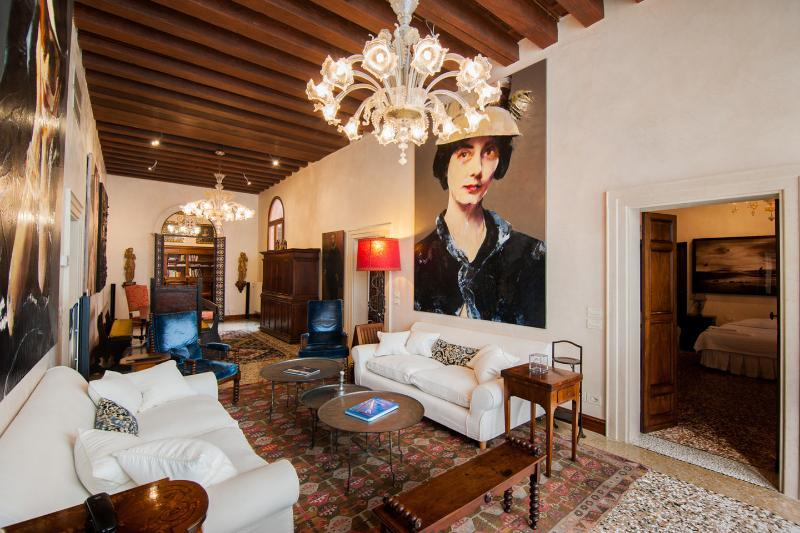 Living Room - Muazzo Palace  5 STAR Venice  Luxury Sleeps 8 - Venice - rentals
