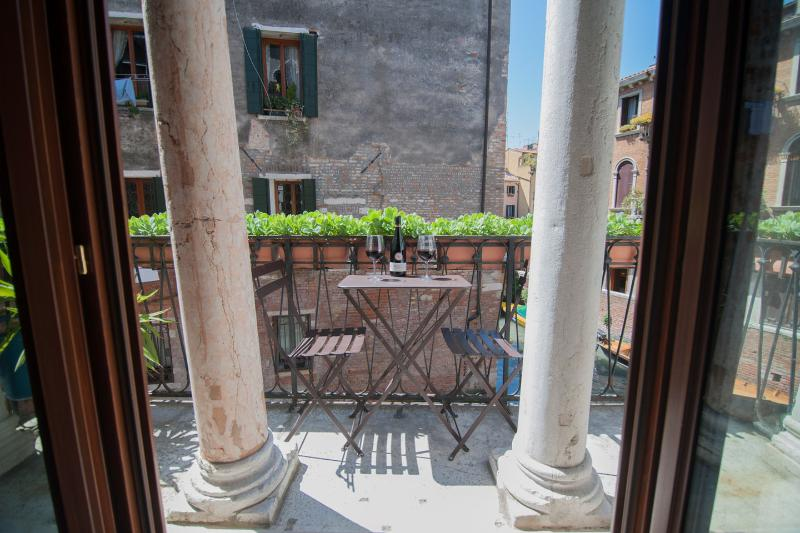 Living Room - MIracoli :best Canal Views from 15 Century Balcony - Venice - rentals