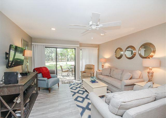 Greens 194, Updated 2 Bedrooms, Large Pool, Golf View, Sleeps 7 - Image 1 - Hilton Head - rentals