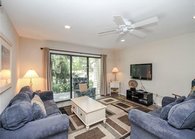 Greens 190, 3 Bedrooms Corner Unit, Large Pool, Walk to Beach, Sleeps 10 - Image 1 - Hilton Head - rentals