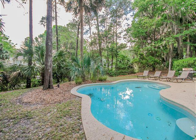 Strath Court 8, 5 Bedrooms, Private Pool, Walk to Beach, Sleeps 12 - Image 1 - Hilton Head - rentals