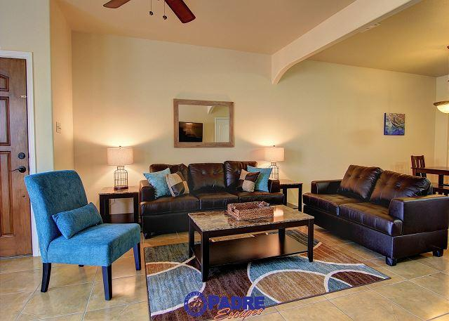 Living area - All-New 3/2.5/2 Townhouse in a great location! - Corpus Christi - rentals