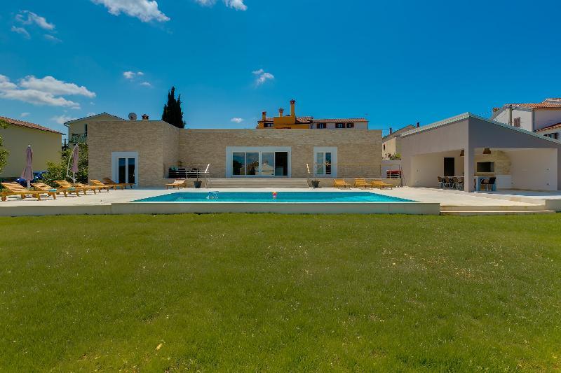Luxurious modern built villa few minute from the sea - Image 1 - Rovinjsko Selo - rentals