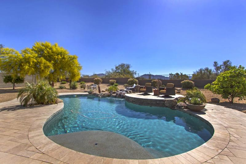 Scottsdale home with beautiful mountain views, close to shops, golf, and fine restaurants. - Image 1 - Scottsdale - rentals