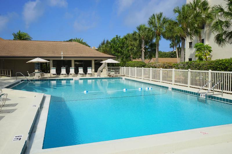 Private beach with lounges and umbrellas! - Image 1 - Siesta Key - rentals