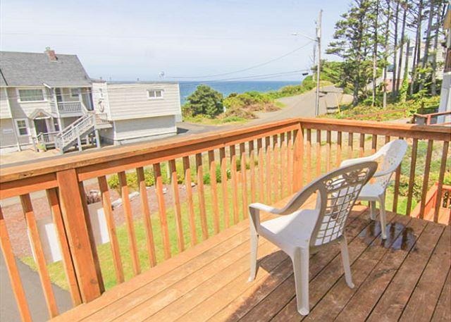 Steam Shower, Modern Decor and a Five-Minute Walk to the Beach! - Image 1 - Lincoln City - rentals
