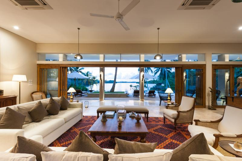 Living room with view over the lake - Villa Serendipity - Koggala Lake - Koggala - rentals