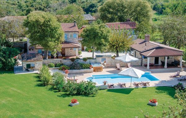 6 bedroom Villa in Tinjan, Istria, Croatia : ref 2046133 - Image 1 - Mofardini - rentals