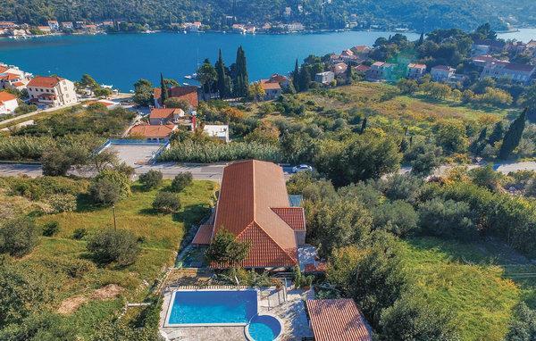 7 bedroom Apartment in Dubrovnik Zaton, South Dalmatia, Dubrovnik, Croatia : ref 2046957 - Image 1 - Zaton - rentals